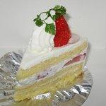 創作菓子 ラティーネ - 「苺ショートケーキ(\450)」。