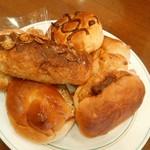 66160201 - 最初に運ばれてきたパンの盛り合わせ。