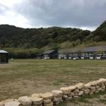 66162089 - この校庭に無印の小屋が並ぶ予定です。