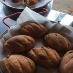 バル デルマル - くるみパンは150円で購入もOK