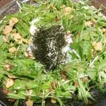 どんぐり - 水菜と半熟卵のサラダ¥702