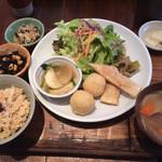 やさいとお酒  ひだまりカフェ - ひるの定食 お惣菜3品