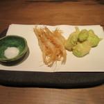 手打ちそば やっ古 - 「白えびの唐揚げと空豆の天ぷら」