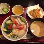 66169721 - 海鮮丼 ¥890-
