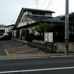 そば処 三津屋 - 店の斜め向かい側