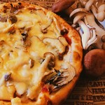 森のピザ工房 ルヴォワール - 川崎町産の仙人シイタケたっぷり、自家製ベーコンと相性バッチリ!めちゃくちゃ美味いよ!おすすめです。