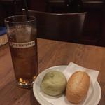 Itariambaruaoneko - ジンジャエール421円とコペルトのパン324円