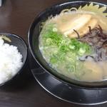 博多豚骨 暁商店 - 料理写真:博多とんこつラーメン(650円)