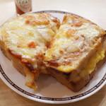 コメダ珈琲店 - たっぷりたまごのピザトースト(650円)