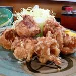 66178501 - 鶏の唐揚げ定食900円(キャベツ、ご飯、みそ汁、おかわりサービス)