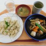 都庁第一本庁舎32階職員食堂 - あさりご飯と筑前煮¥590-