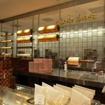 クラブハリエ B-スタジオ - 博多阪急の地下一階にあるバームクーヘン専門店です。