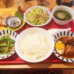 66180613 - 日替ベトナム定食(税込950円)                       [主菜]豚の角煮                       [副菜]青菜の炒め物                       [スープ]ゴーヤのスープ                       (正式名は失念)