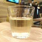 DESK - 週替わりミートプレート 1000円 の白ワイン