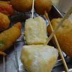 元祖串かつ だるま - これが「お餅」の串かつ。塩でいただきます。