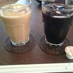 66187141 - アイスカフェオレとアイスコーヒー