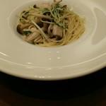 66187360 - めかじきと水菜、しめじのガーリックソース風パスタ