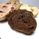 ベーカリーカフェ パン工房 ハイジ - チョコレートのライ麦パン