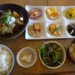 kawara CAFE&DINING -FORWARD- - ◆おばんさい定食(1280円:税込)・・この日のメインは「白身魚(何かは不明)のみぞれ煮、 それにおばんさい6種、サラダ、お味噌汁、ごはんなどが付きます。
