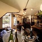 ウグイス - お店の雰囲気、キッチンの中までアットホームな空間