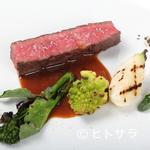 レストラン・カワサキ - 赤身肉を2時間かけてしっとり焼き上げた『富士山岡村牛のロースト』