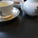 茶廊・葉風泰夢 - 茶器に「東」