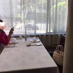 ブラッセリー ブルゴーニュ - 窓際の特等席