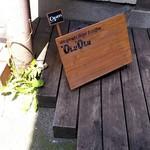 'OLU'OLU - 入口横のひかえめな看板