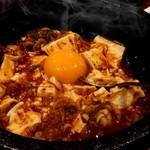元祖中華 和合餃子 - 石焼麻婆豆腐  程よく辛くてビールが進みます。