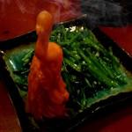 元祖中華 和合餃子 - 空心菜   飾りは食べられないそうです。ニンジンかな?