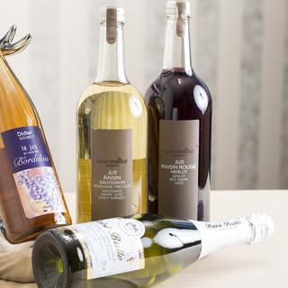オーガニックのぶどうジュースも4種類ワイン感覚で楽しめる!