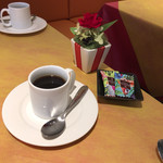 ビストロ グラン ソレーユ - 食後のミニ珈琲と小菓子。