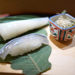 佐藤 - 河豚と細魚の笹寿司