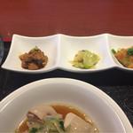66199728 - 前菜(説明なし、ハチノス、搾菜後は魚?の甘酢?ケチャップ煮?)