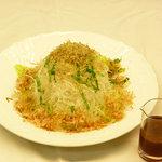 味喰笑 - カリカリじゃこと大根のサラダ700円(税込) シャキシャキ野菜とカリカリじゃこに、青じそドレッシングで。