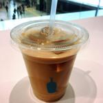 ブルーボトルコーヒー - アイスカフェラテ 520円