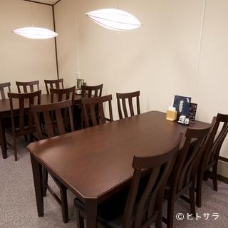 ひとつのテーブルを家族で囲み、幸せに浸るひととき