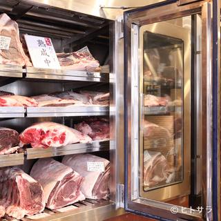 熟成肉を最も美味しい状態でいただきたいから、じっくりと待つ