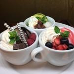 三河屋珈琲 - コップで食べる3種類のプチワッフルパフェ/コップル