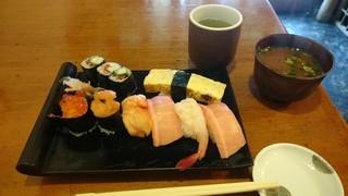 梅寿司 - にぎり(特上)の図