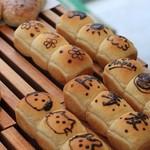 横濱港町ベーカリー玉手麦 -  ちぎりパン  かわいすぎ