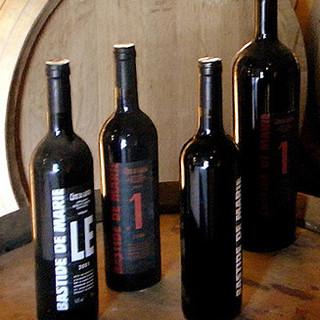 常時200種類のワイン。美味しいワインをリーズナブルに。