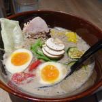 ソラノイロ トンコツ&キノコ - キノコのベジ白湯スープ 味玉トッピング