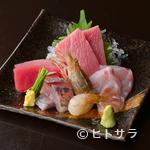 シンセン - ピッチピチの鮮魚を味わえる『刺身盛り合わせ』
