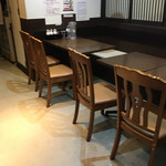 麺屋一寸星 - 店内テーブル席