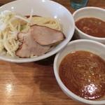 神保町 可以 - 二色つけ麺850円