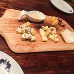 リストランテ ワイン屋 - 3種のチーズ盛り合わせ