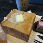 66226851 - ブラウンシュガートーストのセット&苺とホワイトチョコレートの二層のムース4