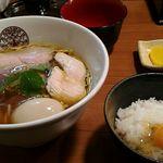 66228134 - 鶏醤油ラーメンと卵ご飯