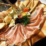 nanohana - 料理写真:パルマ産のプロシュートと珍しいチーズたち